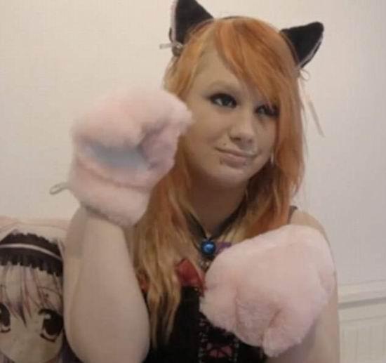 欧美女生抱猫狗头像
