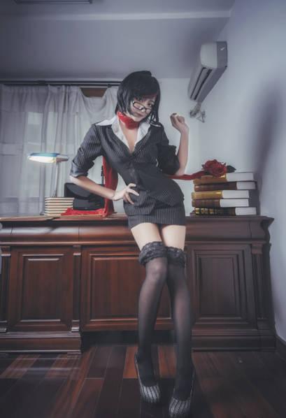 腿玩年!高中生游戏女主播晒大长腿!高中英语班翔宇图片