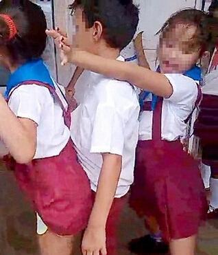 儿童跳艳舞,儿童穿制服跳艳舞,艳舞