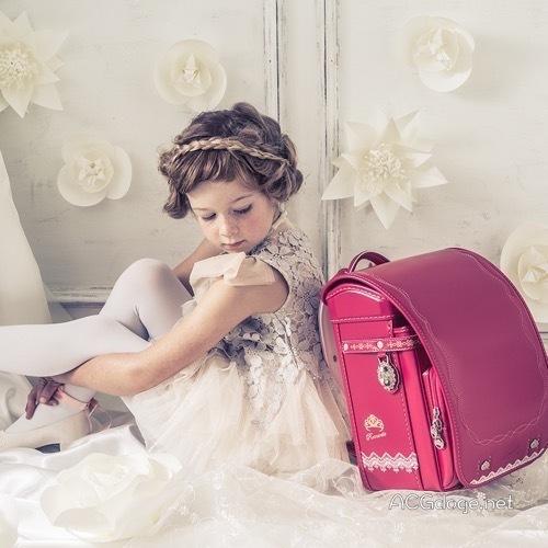 是看小萝莉还是看书包?日本小学生硬壳书包厂商产品目录谜一般的时尚