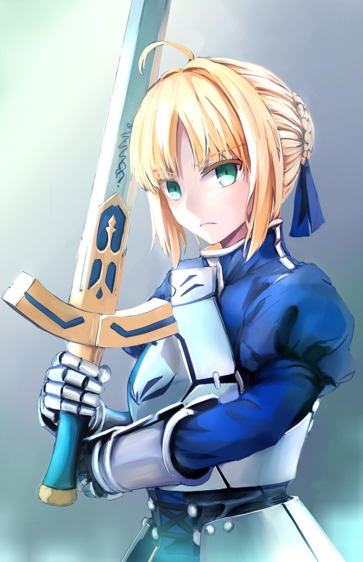 Fate()系列作品最早的是由TYPE-MOON于2004年1月30日发售的PC平台18禁文字冒险游戏《Fate/stay night》,同时也是TYPE-MOON商业化后初次亮相的作品。由于广受欢迎,吸引了一些作家参与制作,由本篇衍生诸多人气作品。