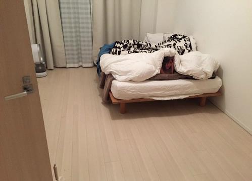 渡边麻友惊现死宅床上 性感写真集被玩坏了