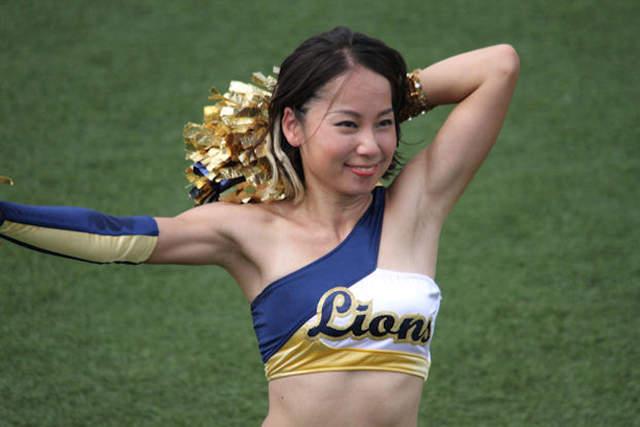 作画失误《灰姑娘女孩搞错职棒啦啦队制服》此狮非彼狮真的糗大了…… - 图片9