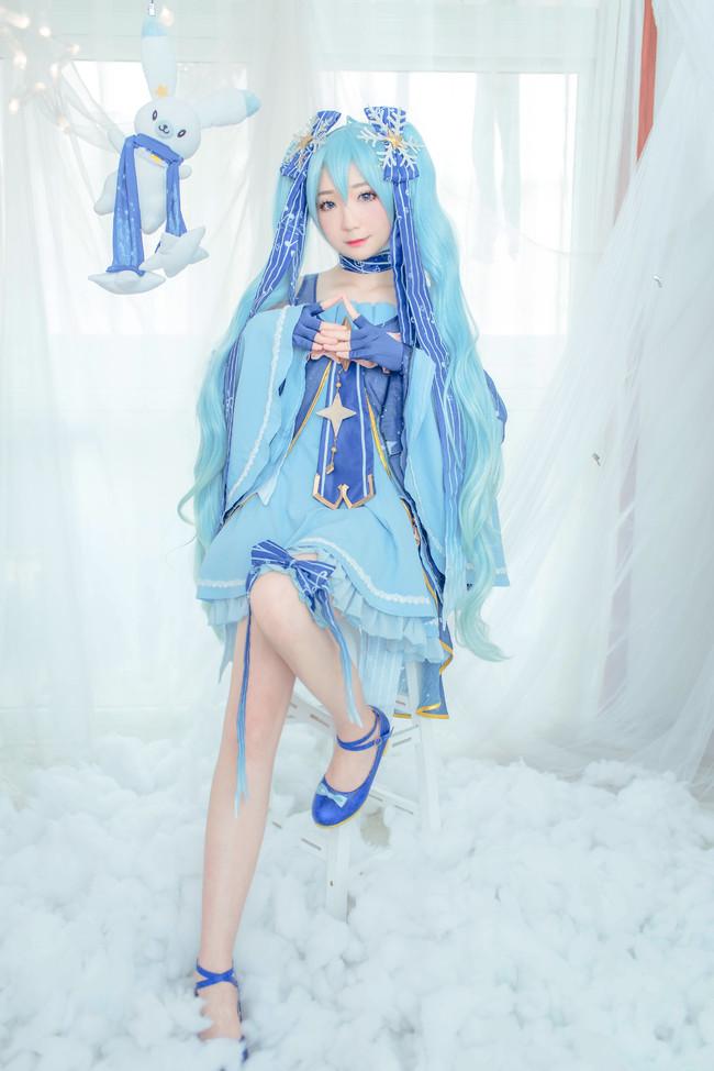 VOCALOID 星与雪的公主 雪初音 COS