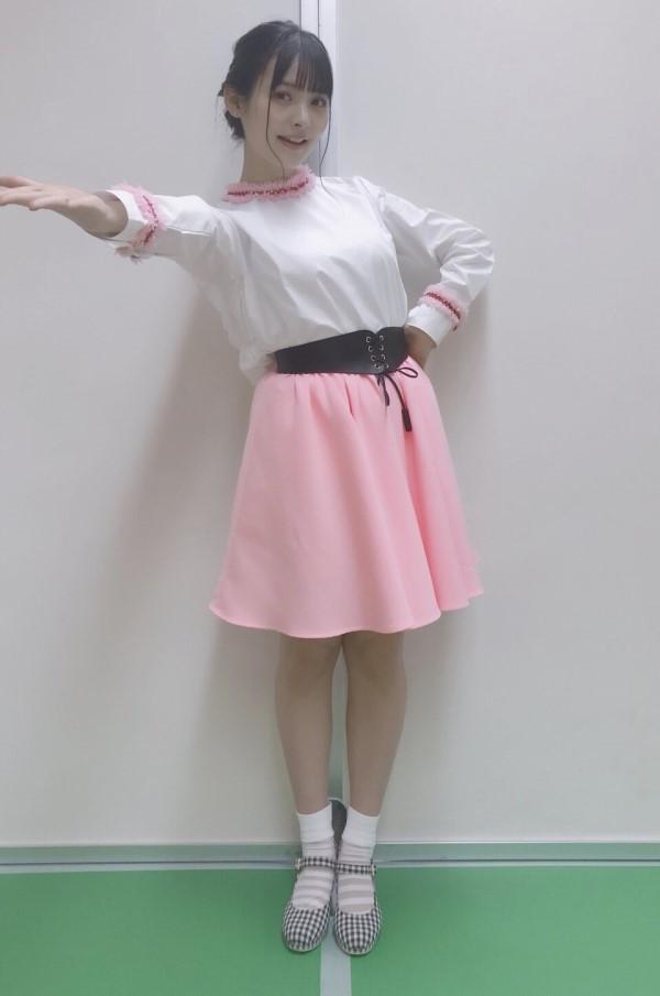 """上坂堇博客更新,3月17日参加了""""鬼灯冷徹 〜両国地獄場所〜""""活动,并于幕后工作人员进行了合影,还主要介绍了一下《鬼灯的冷彻》片尾曲。而她自己身穿粉色小短裙显得更加俏皮可爱,公布的几组照片将她的少女心展露无遗。"""